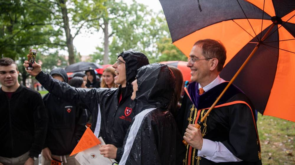 Students taking a selfie with President Eisgruber