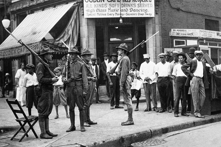 Racial tension in Chicago, 1919