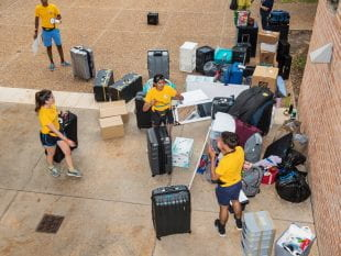 Wiess College students coordinated a massive move-in effort. (Photo by Tommy LaVergne)