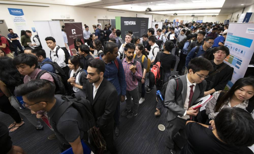 UCI students attending the UCI STEM Career Fair