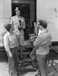 Mary Cohen and soldiers, 1944