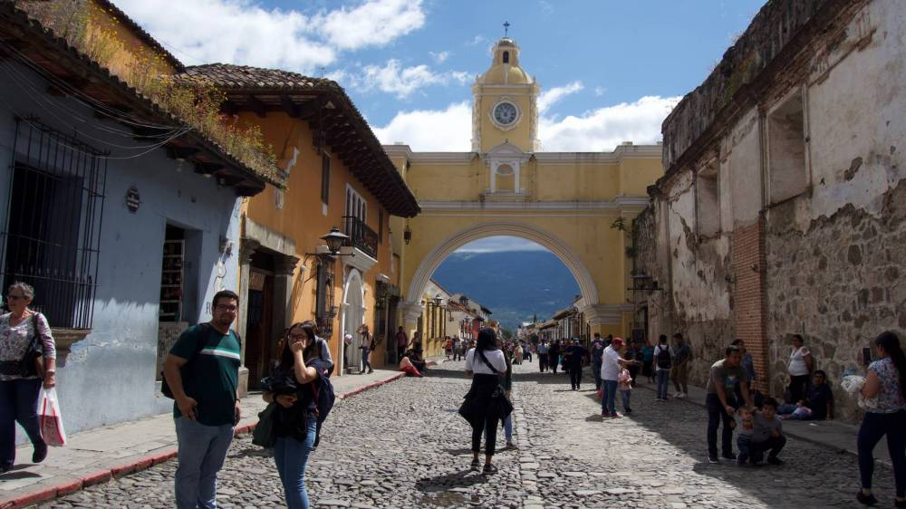 Students in front of the Santa Catalina Arch